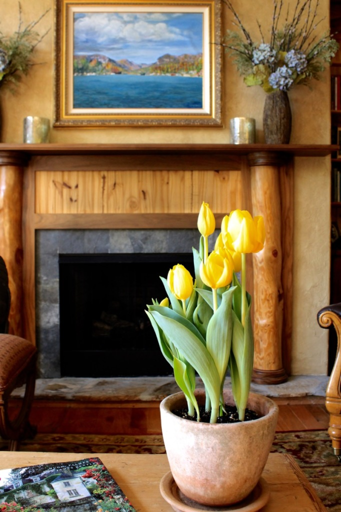 LL Living room with tulips 1